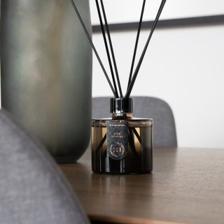 Fragrance and interior attribute - home fragrance from ODORO Bronze Edition.  #odorofragrances #fragrance #odorohomefragrance #odororeeddiffuser #homefragrance #reeddiffuser #interiorscent #fragranceforhome #reedsticks #fragrances #scents #scentdiffusers  #odorobronzecollection #Odorobronzeedition #fragrancecollection
